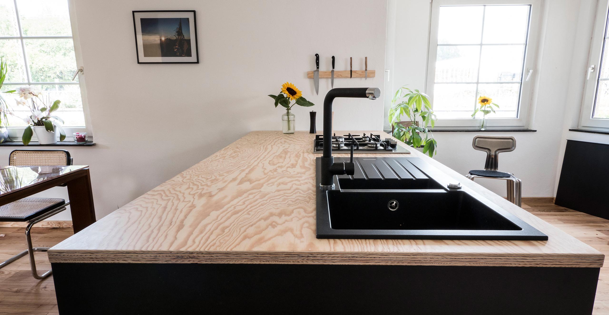 Der Küchenblock als zentraler Punkt im Raum
